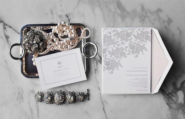 3 preguntas a considerar al preparar tus invitaciones de boda