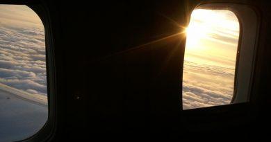 ¿Por qué las ventanas del avión tienen un agujero?